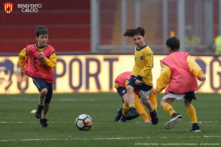 giallorossini-crescono-in-campo-nel-pre-match-contro-i-pitagorici